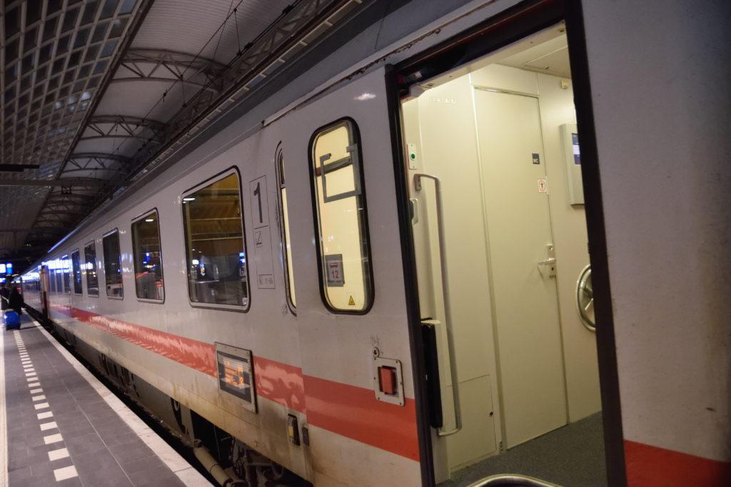 ドイツ鉄道ICの乗り口