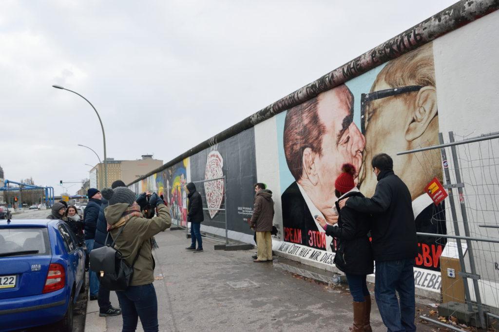 ベルリンの壁でいちばん有名な一枚