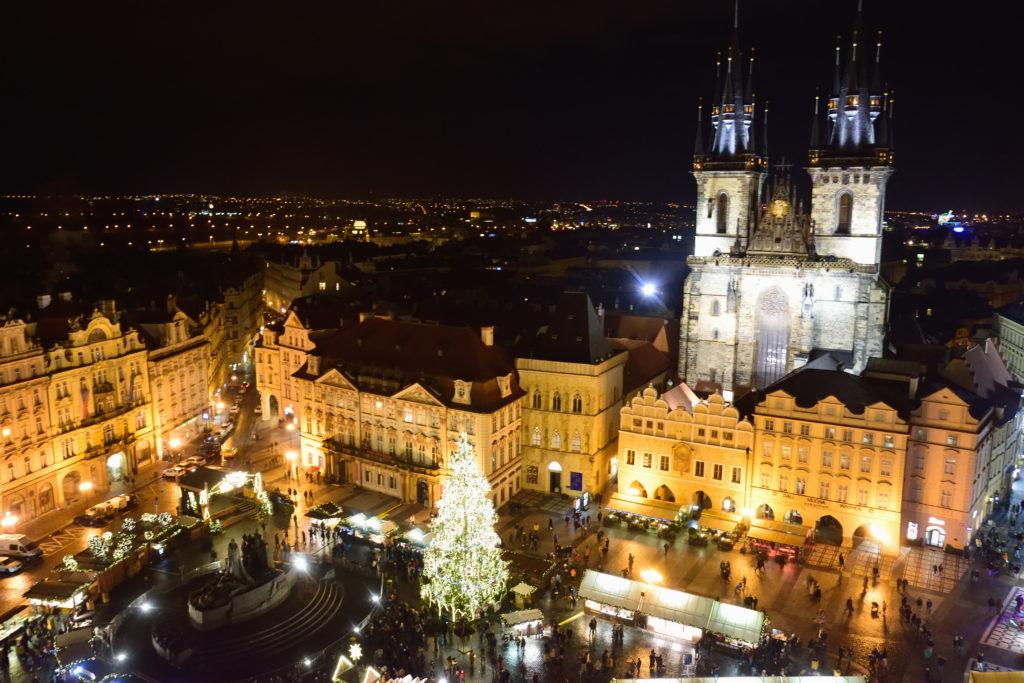 プラハ旧市庁舎から見た市庁舎前広場