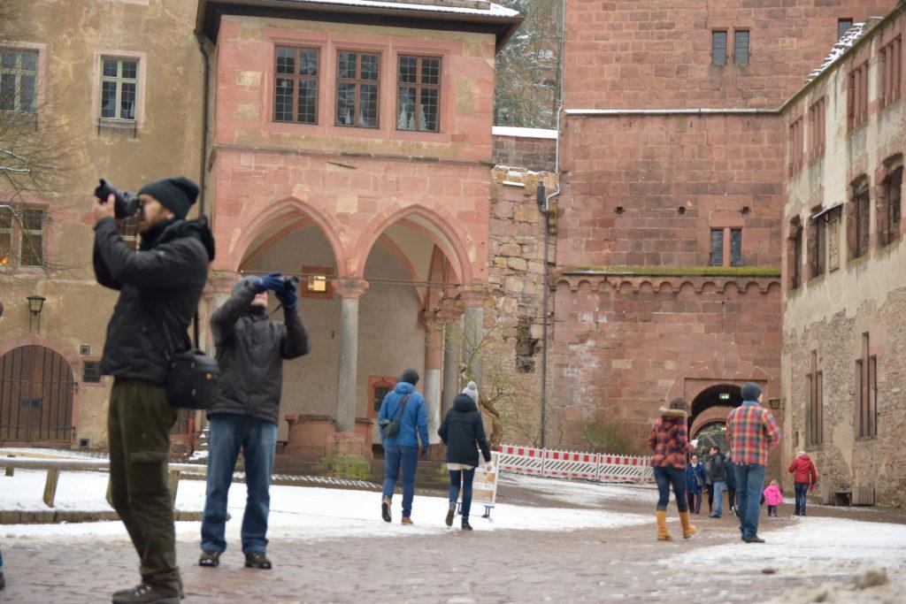 お城の内部の広場の様子