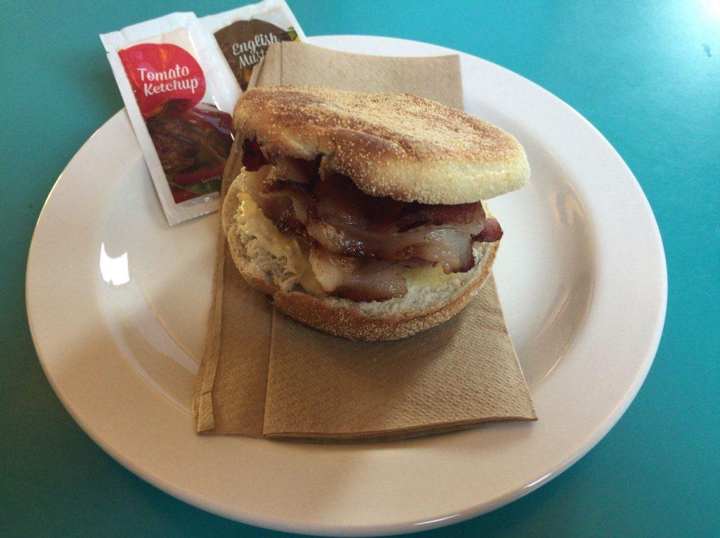 ユースホステルの朝食