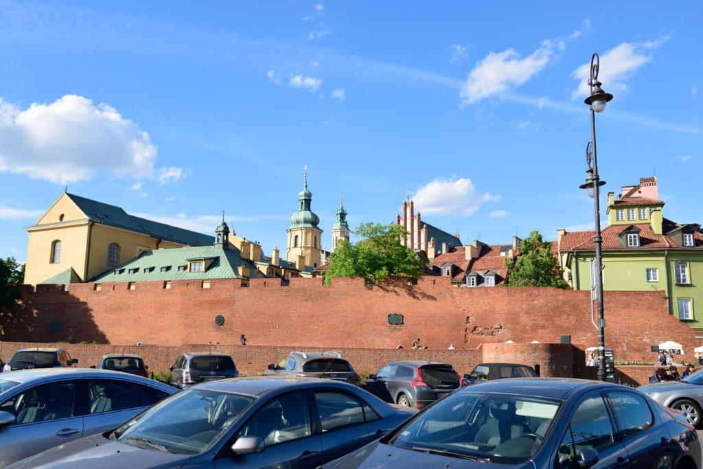 城壁の外から見たワルシャワの旧市街