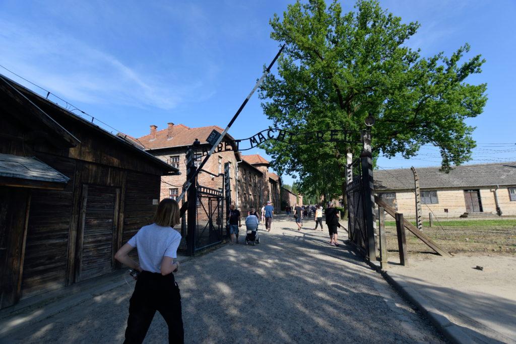 アウシュビッツ強制収容所の入口