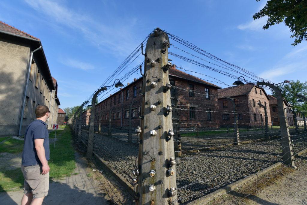 アウシュビッツの鉄柵