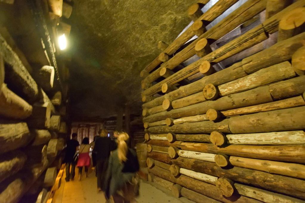 坑内で使われている木材