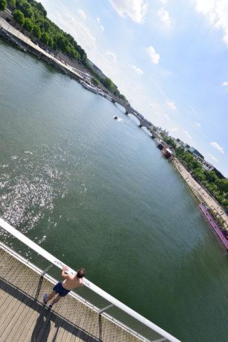 シモーヌ・ド・ボーヴォワール橋からみたセーヌ川