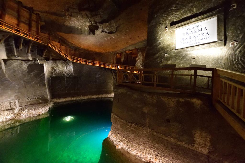 ヴィエリチカ岩塩坑内の塩湖