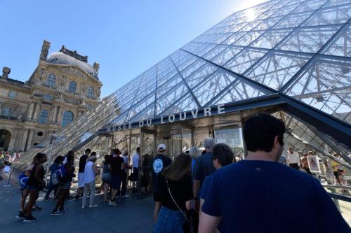 ルーヴル美術館の入場列