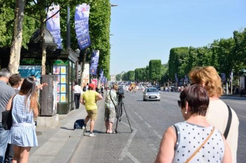 テロで封鎖されたシャンゼリゼ通り