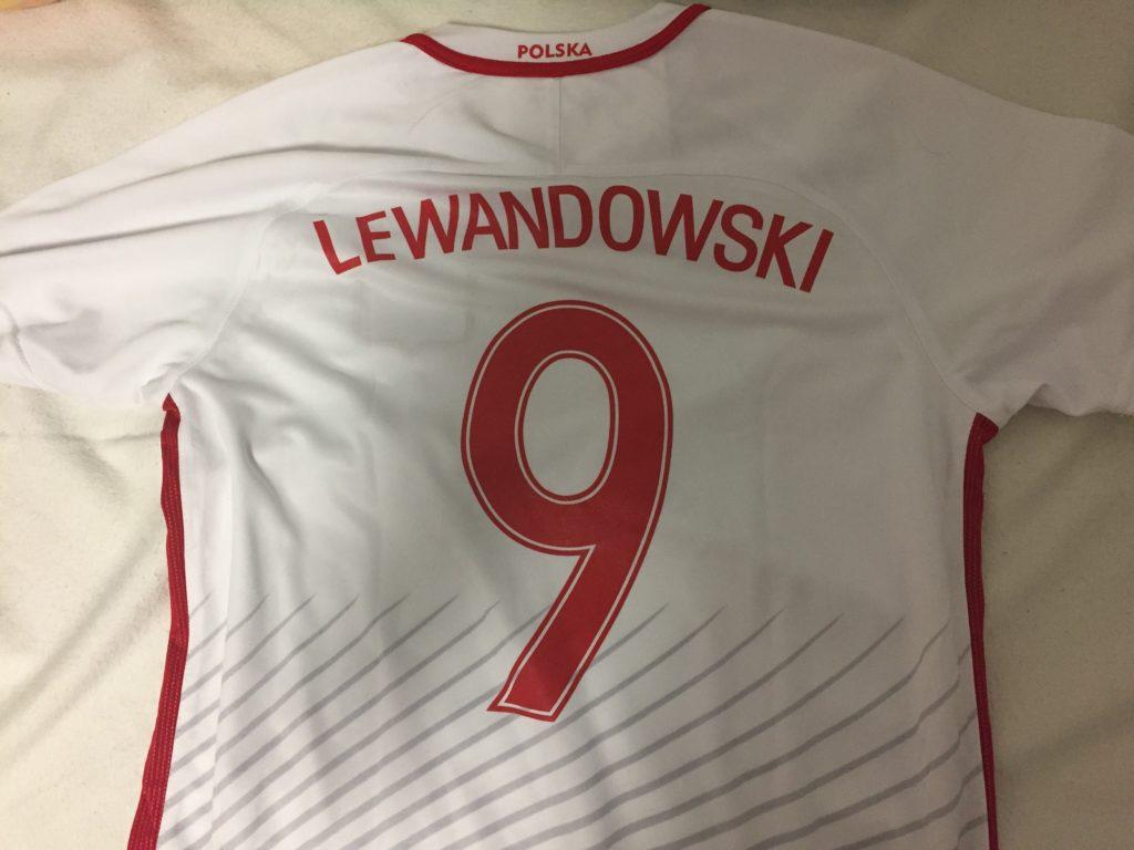 レヴァンドフスキのポーランド代表ユニフォーム裏