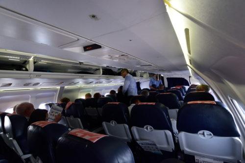 AVRO RJ85の機内