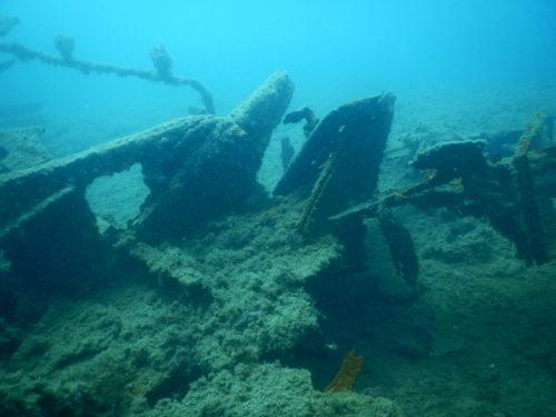 沈没船の甲板