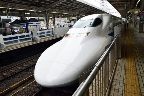 名古屋駅に入線する700系