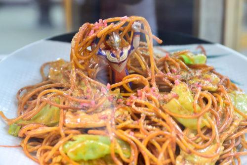 スパゲティからウルトラマンが出てくる食品サンプル