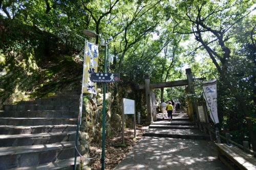岐阜城への山道