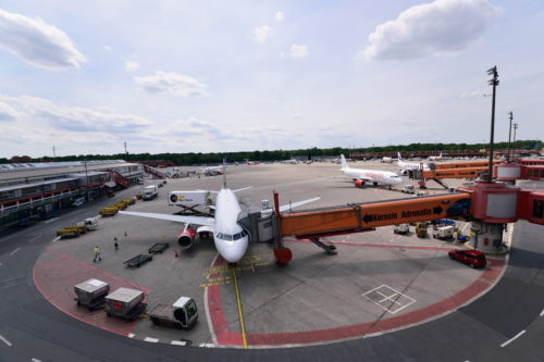 ベルリン・テーゲル空港に駐機する旅客機