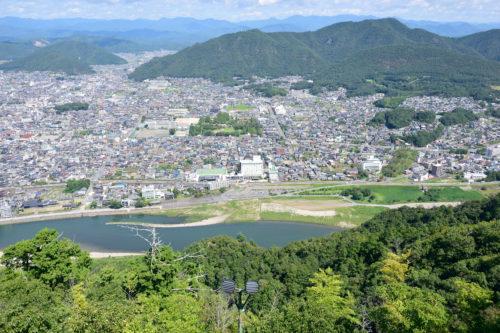 岐阜城から見下ろした長良川ホテル