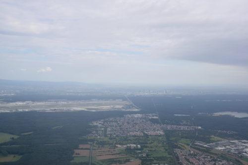 機内から見えるフランクフルト市街地