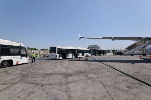 マルタ国際空港のバス