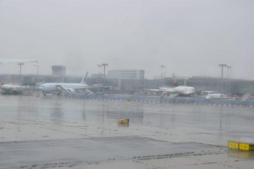フランクフルト国際空港でのタクシー中の様子