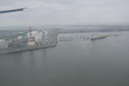 羽田空港34Lへのランディング中の機窓