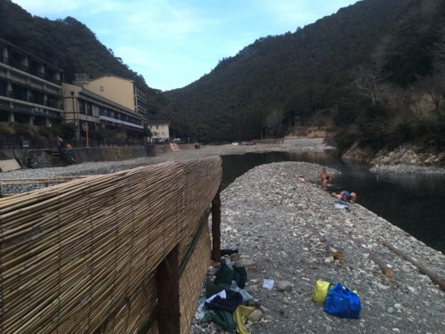 仙人風呂と川