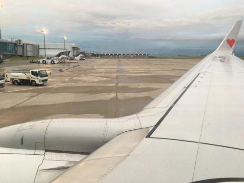 神戸空港のスポットに到着