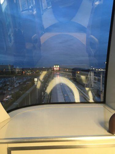 ポートライナーの最前座席からの眺め
