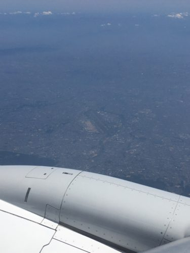 機窓から見下ろす伊丹空港