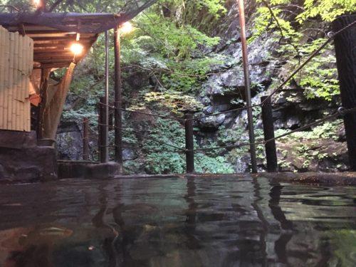 山田温泉『風景館』の露天岩風呂
