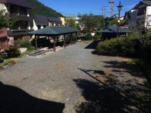 大湯の前の広場