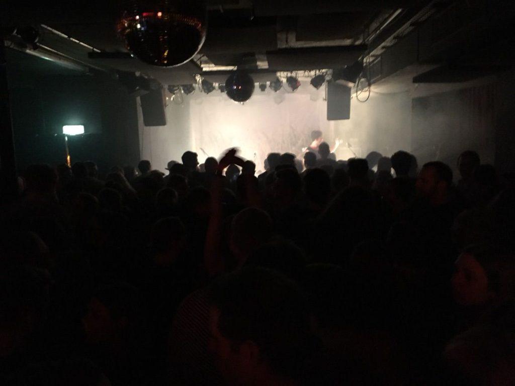 ライブ中のステージ