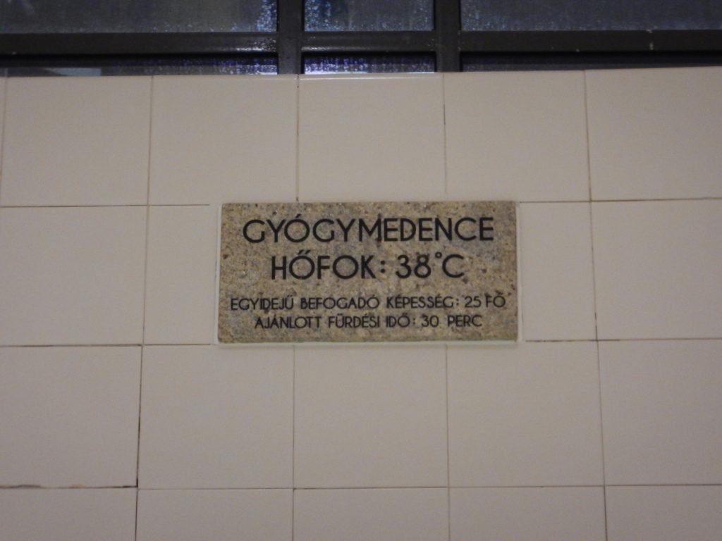 温泉の温度標示、38℃。