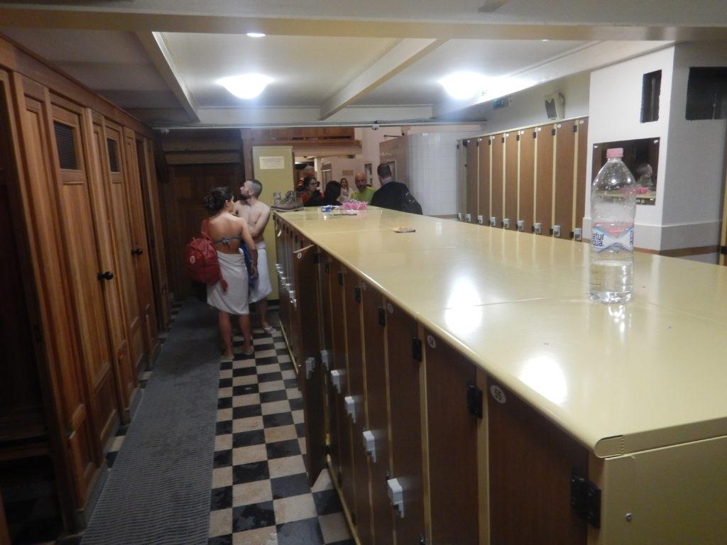 海外の温泉の更衣室
