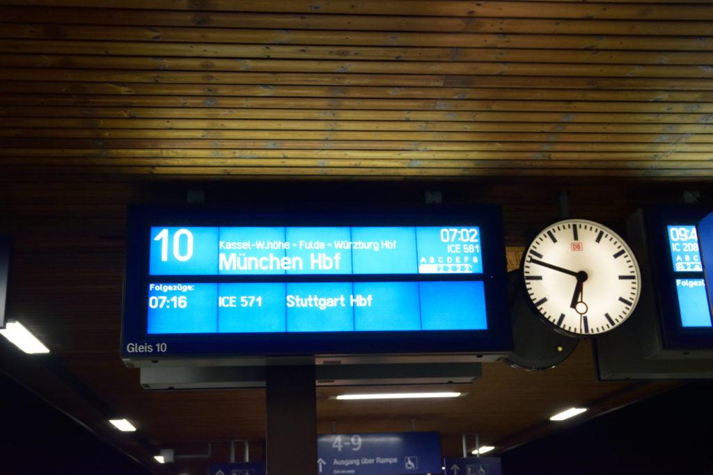 ミュンヘン行きICE電光掲示板