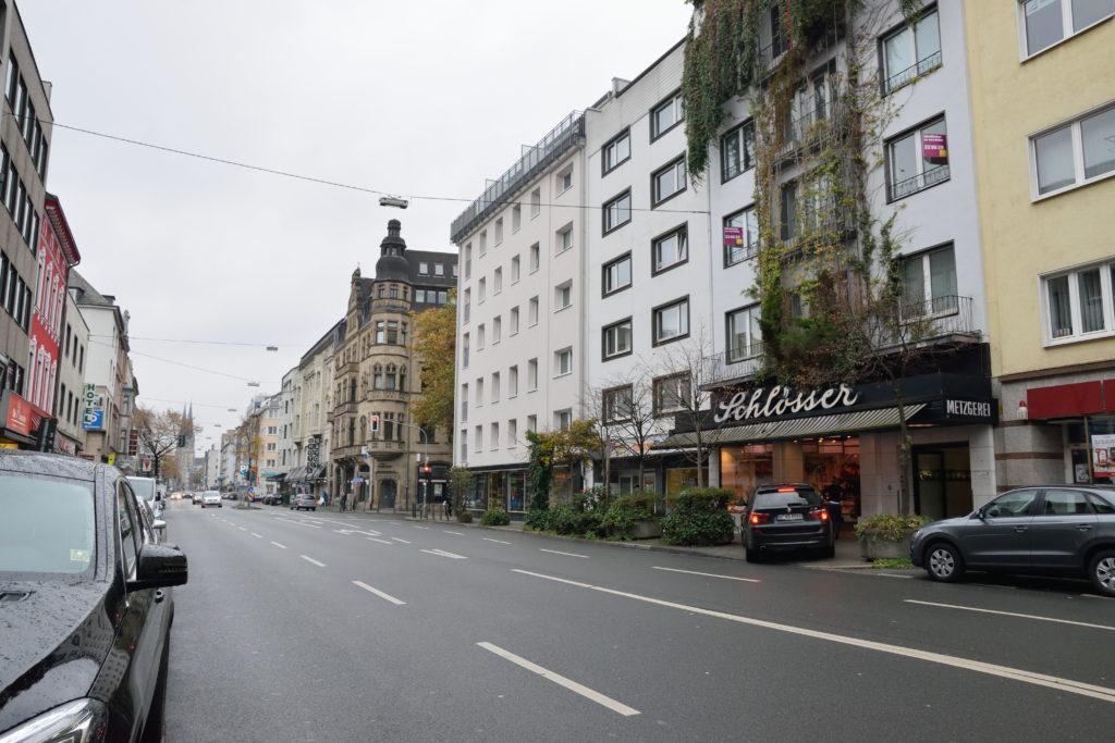 精肉店前の道路