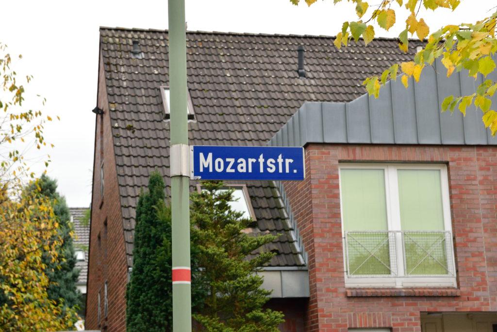 正しい方のモーツァルト通りの標識