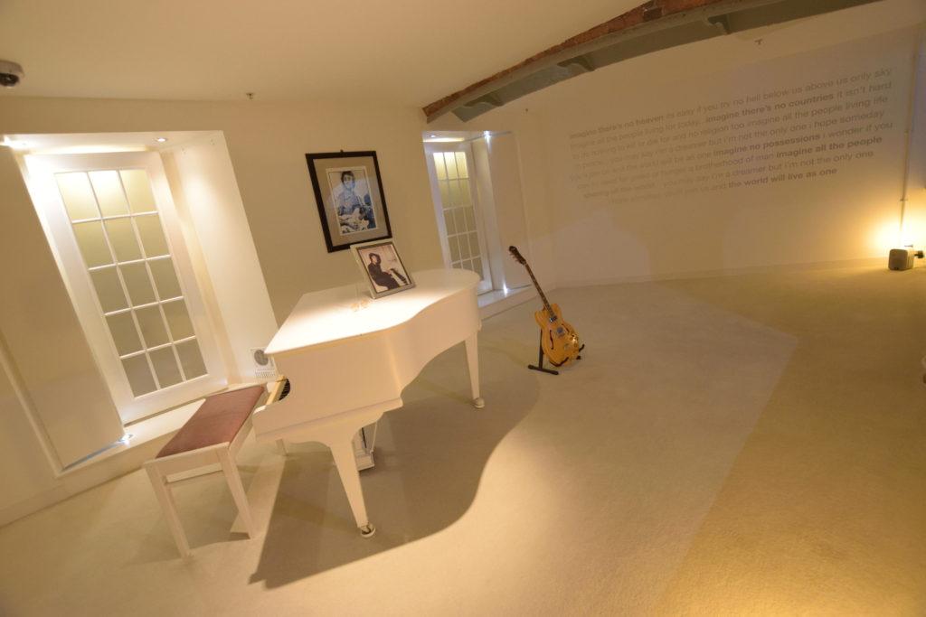 イマジンの白い部屋の再現