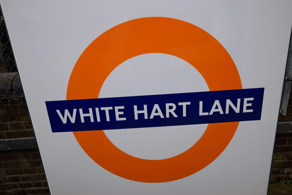 ホワイト・ハート・レーンの駅名看板