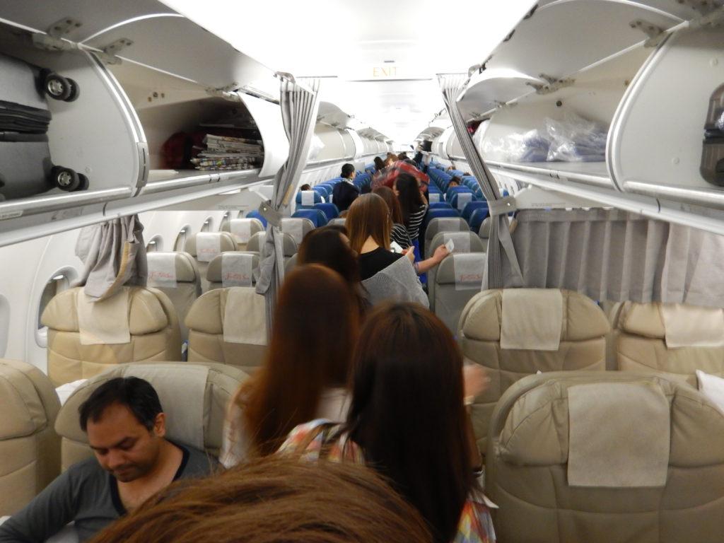 フィリピン国際航空マニラ線機内