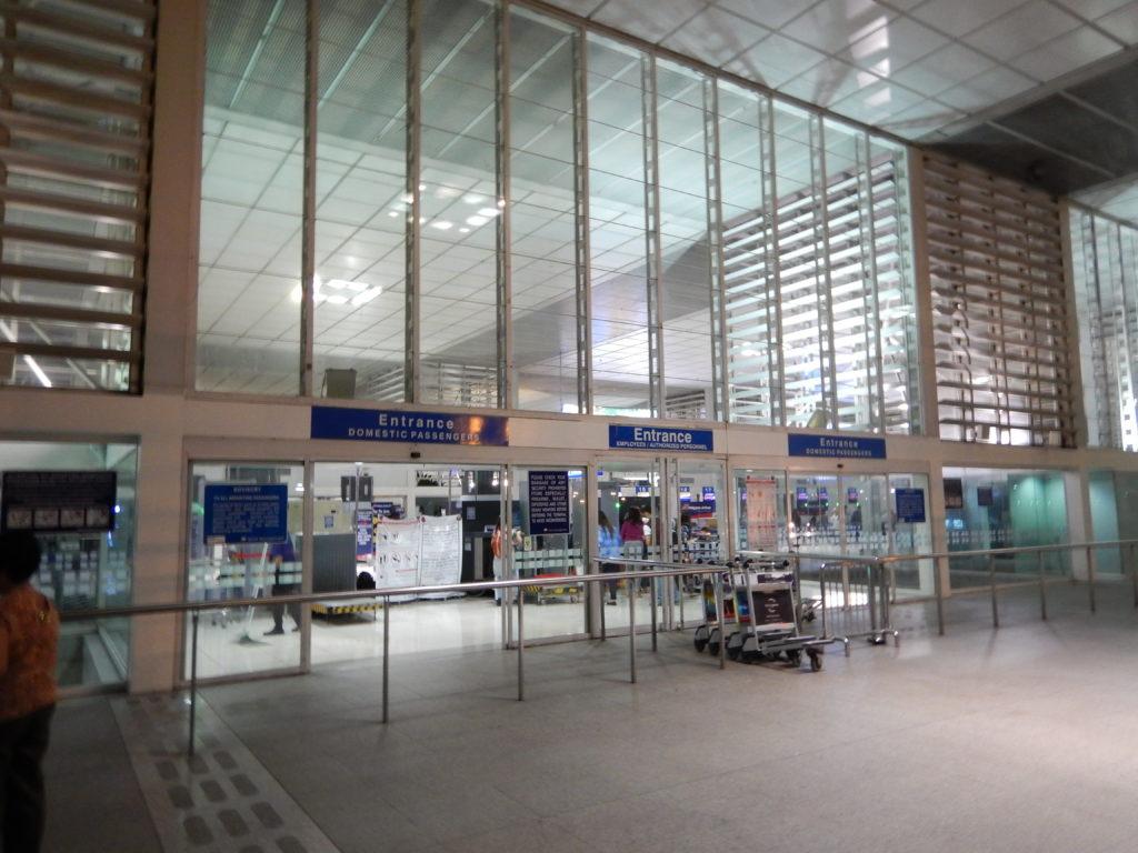 マニラ空港国内線ターミナル入口