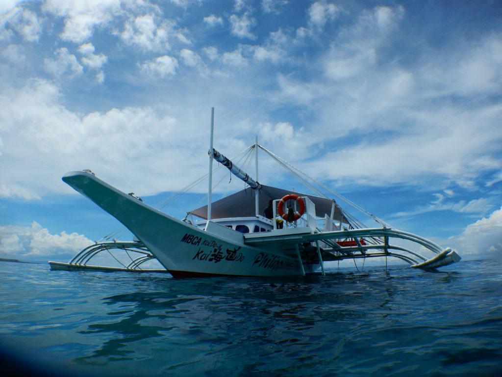 フィリピンのダイビングボート