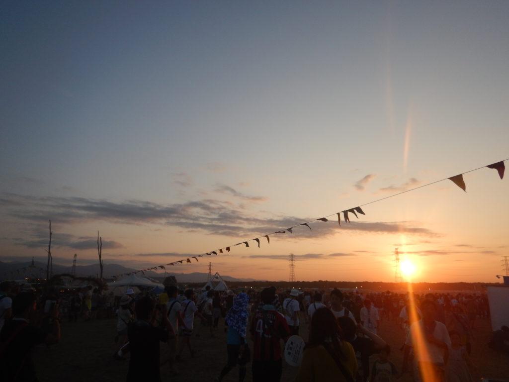 RISING SUNにて、日没