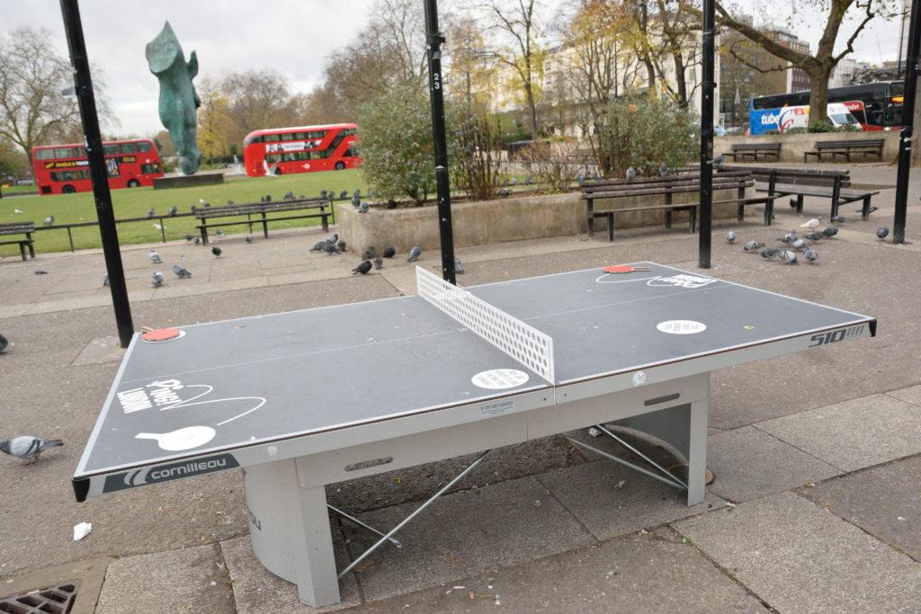 ロンドンの街中にあった卓球台