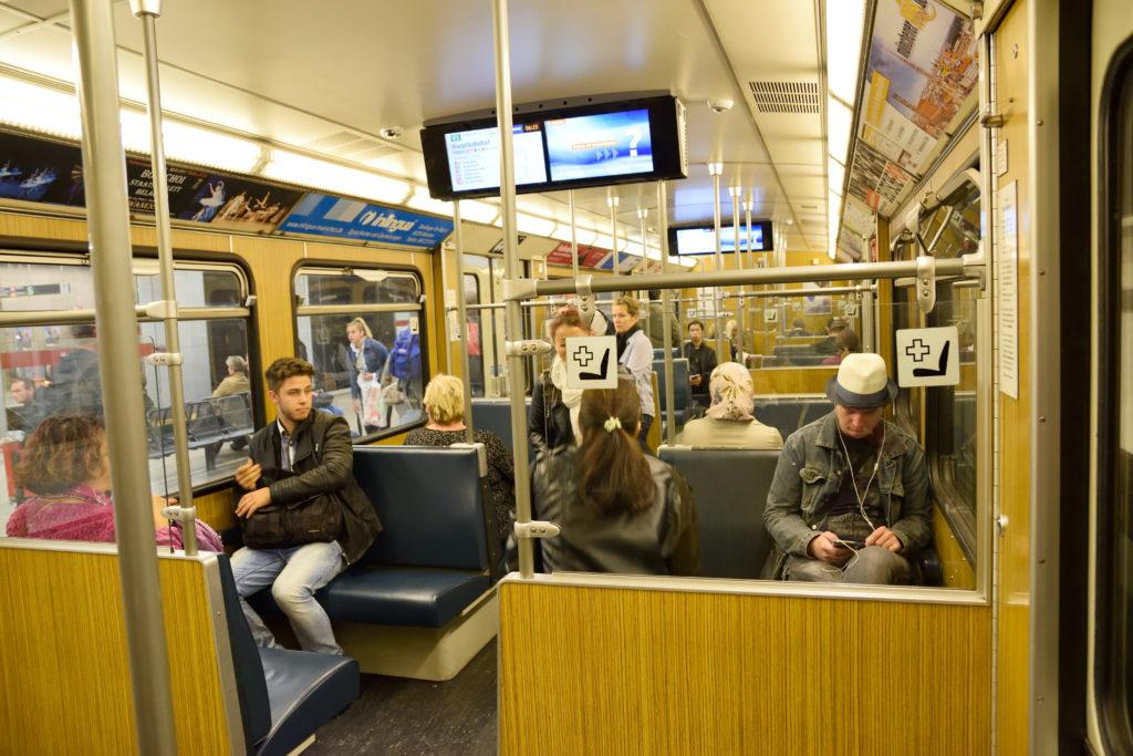 ミュンヘン 地下鉄 車内