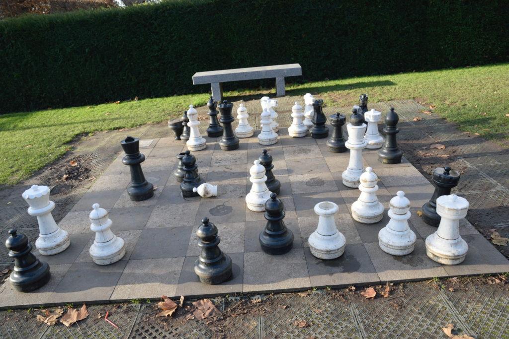 公園にあった、サイズの大きいチェス盤