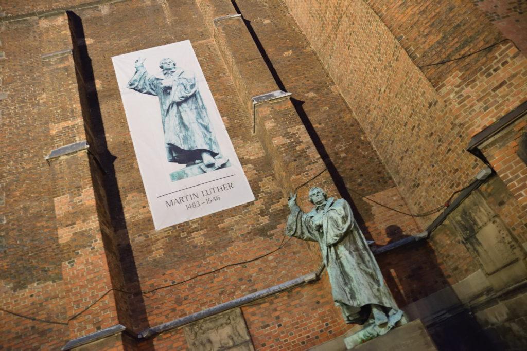 ルターの銅像