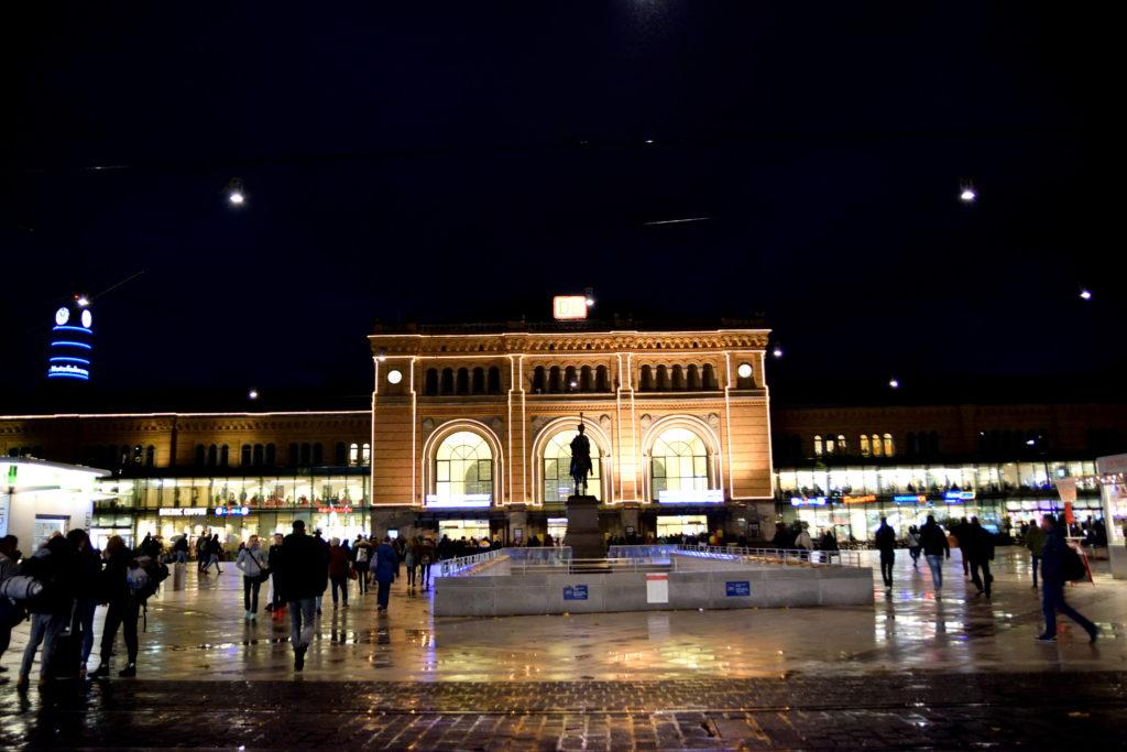 夜のハノーファー中央駅