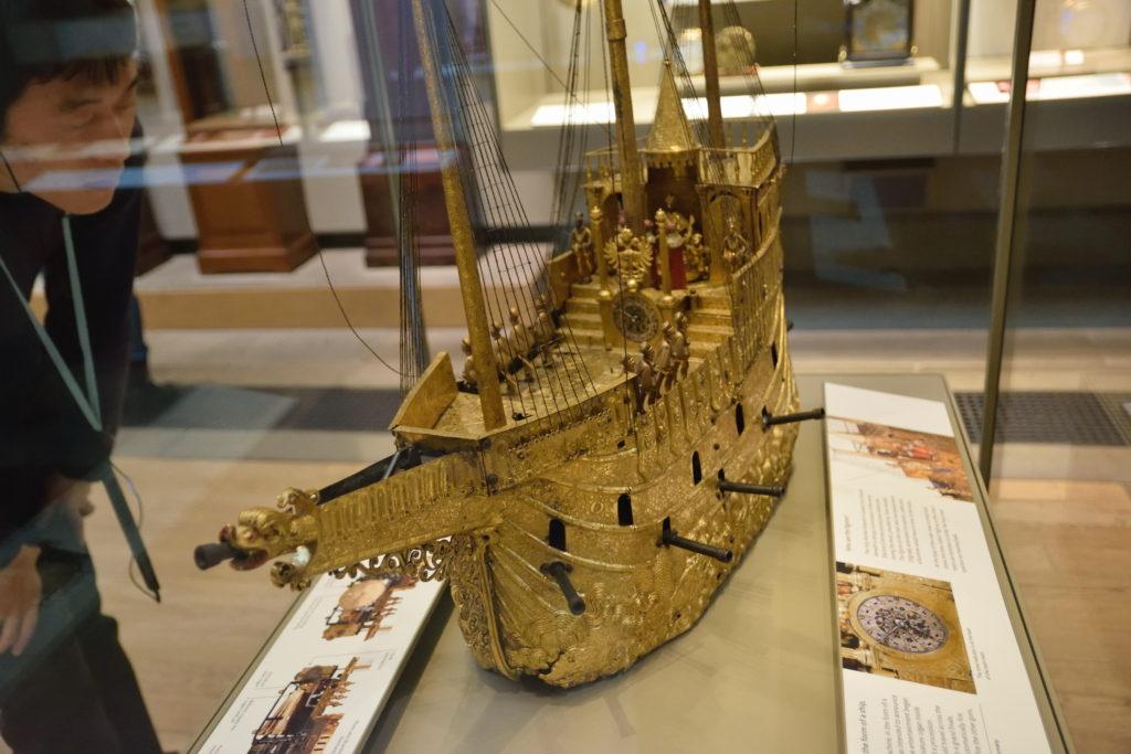 舟形の置き時計