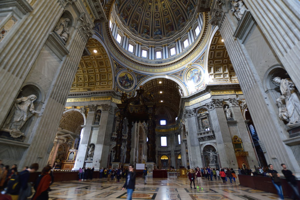 大聖堂内部を横から